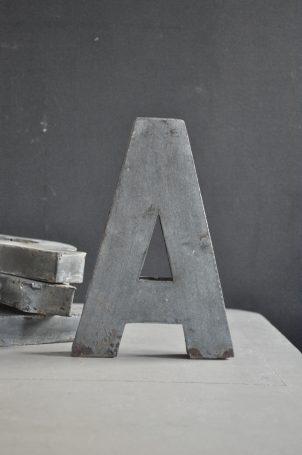 lettre-en-zinc-grise