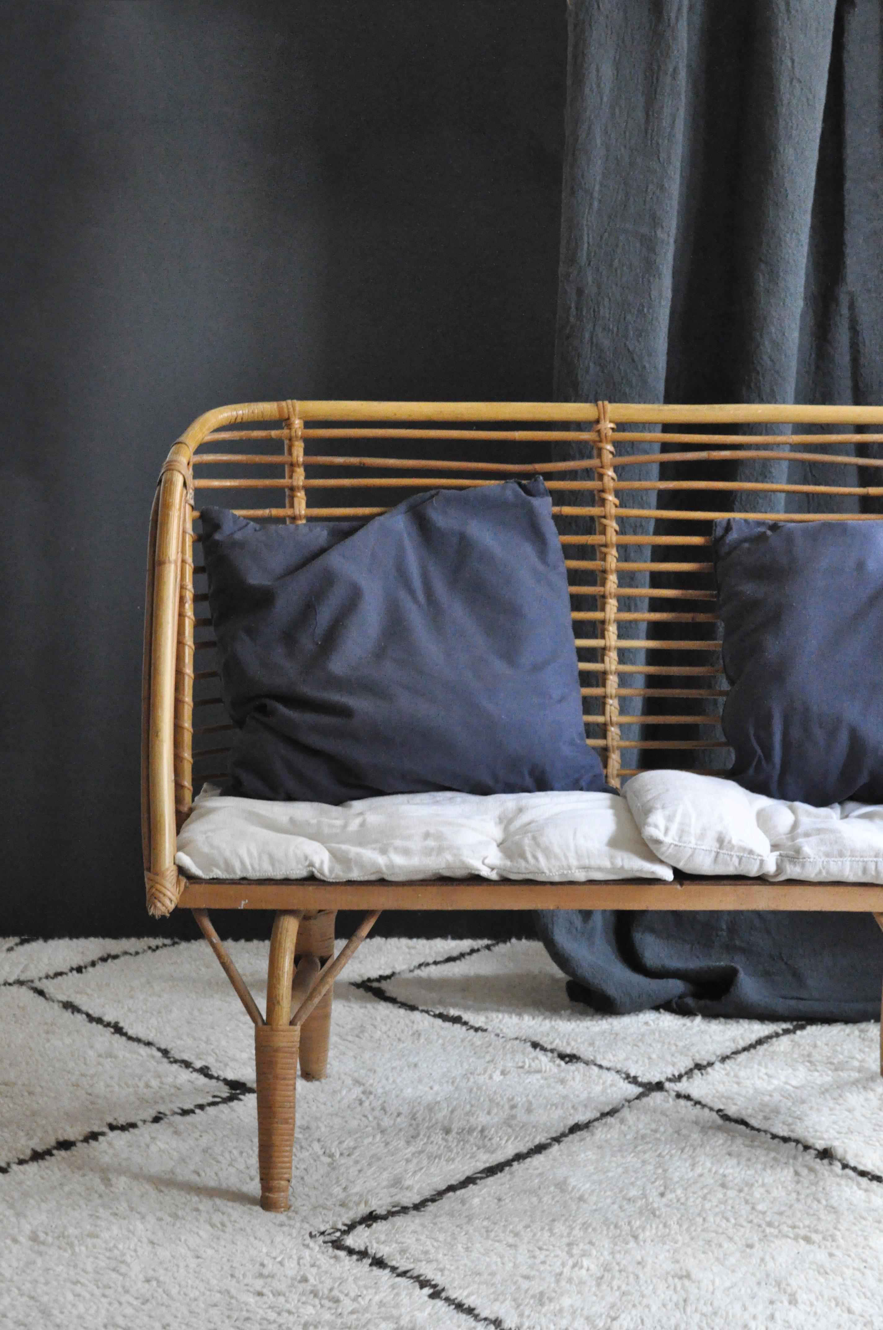 banquette en rotin le vide grenier d 39 une parisienne. Black Bedroom Furniture Sets. Home Design Ideas