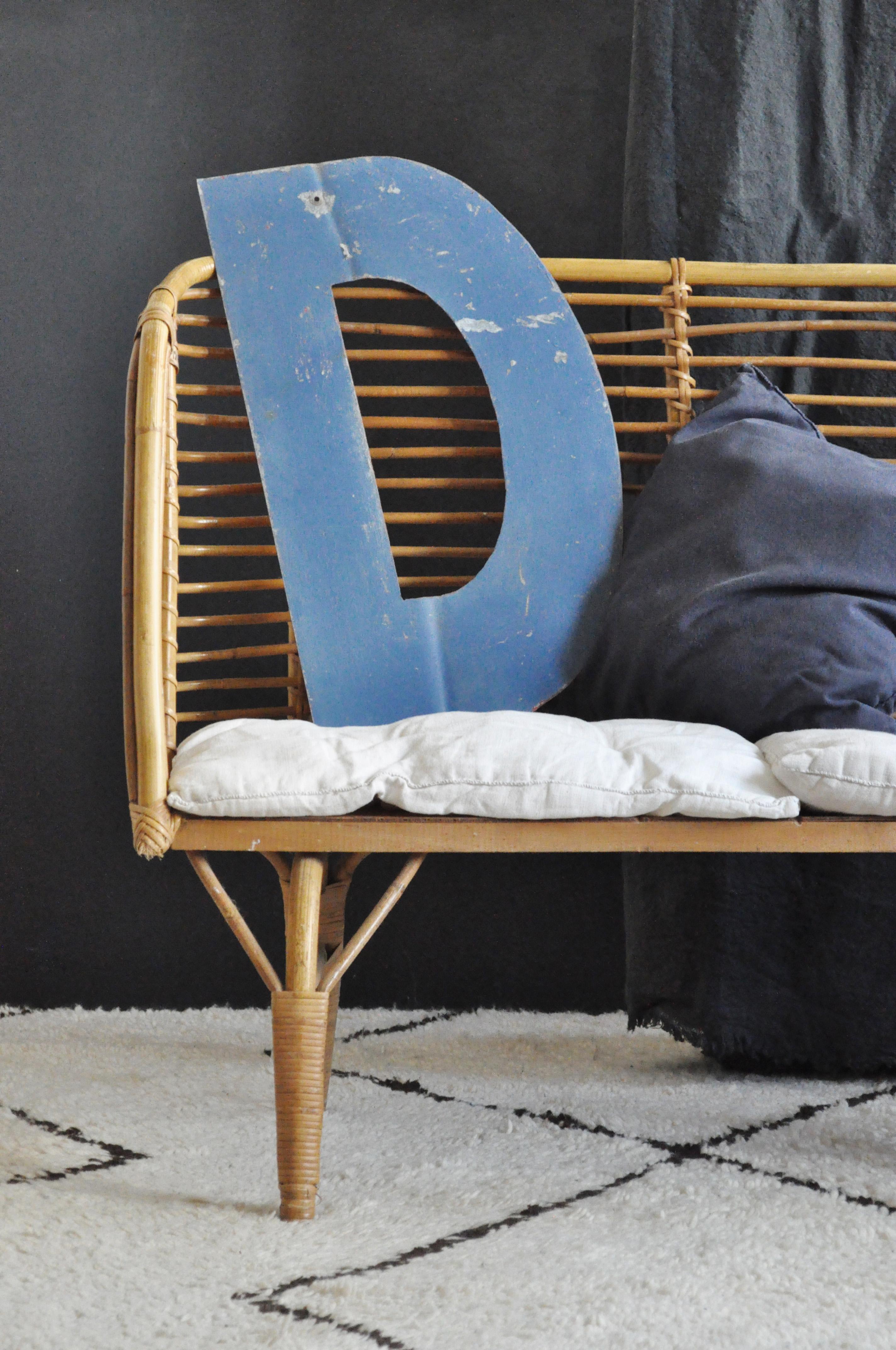 lettre d enseigne d le vide grenier d 39 une parisienne. Black Bedroom Furniture Sets. Home Design Ideas