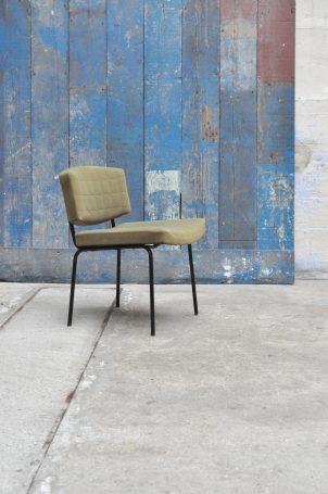 chaise-conseil-pierre-guariche-meurop