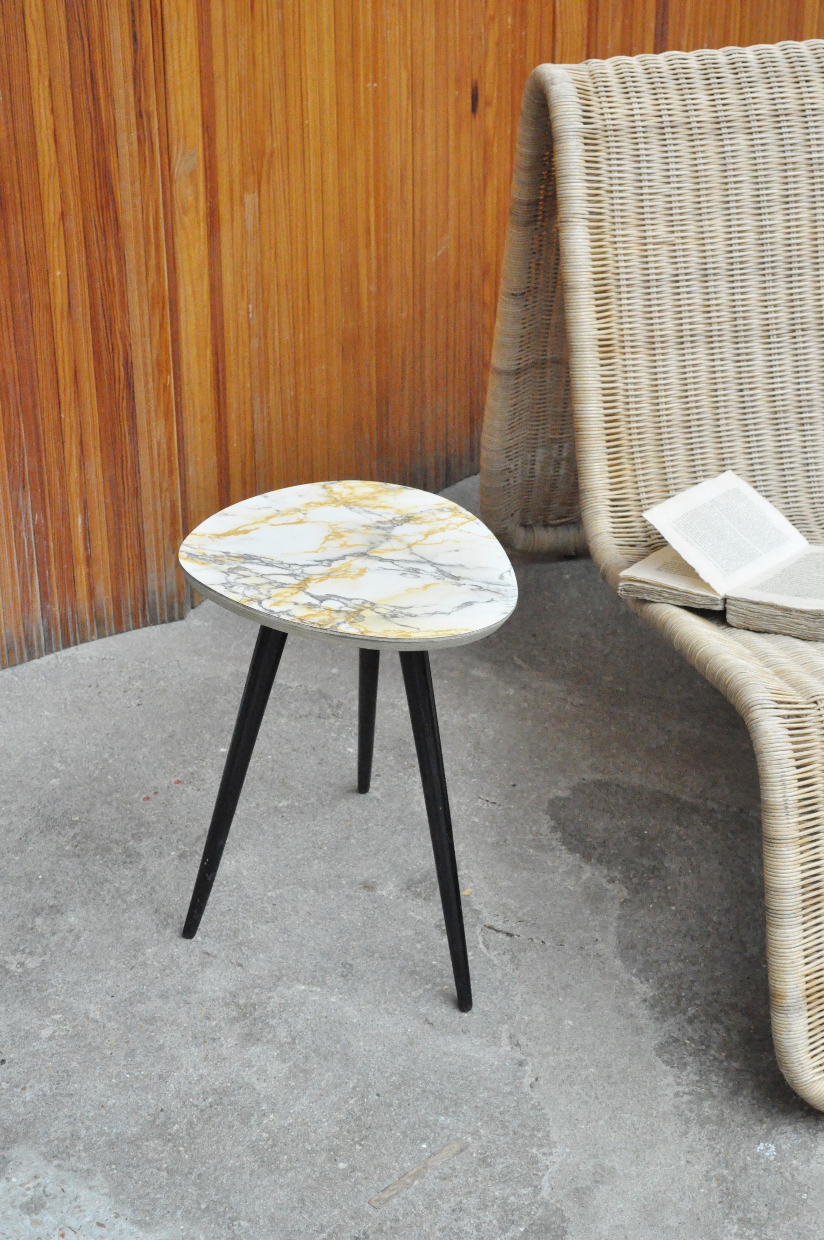 table tripode le vide grenier d 39 une parisienne. Black Bedroom Furniture Sets. Home Design Ideas