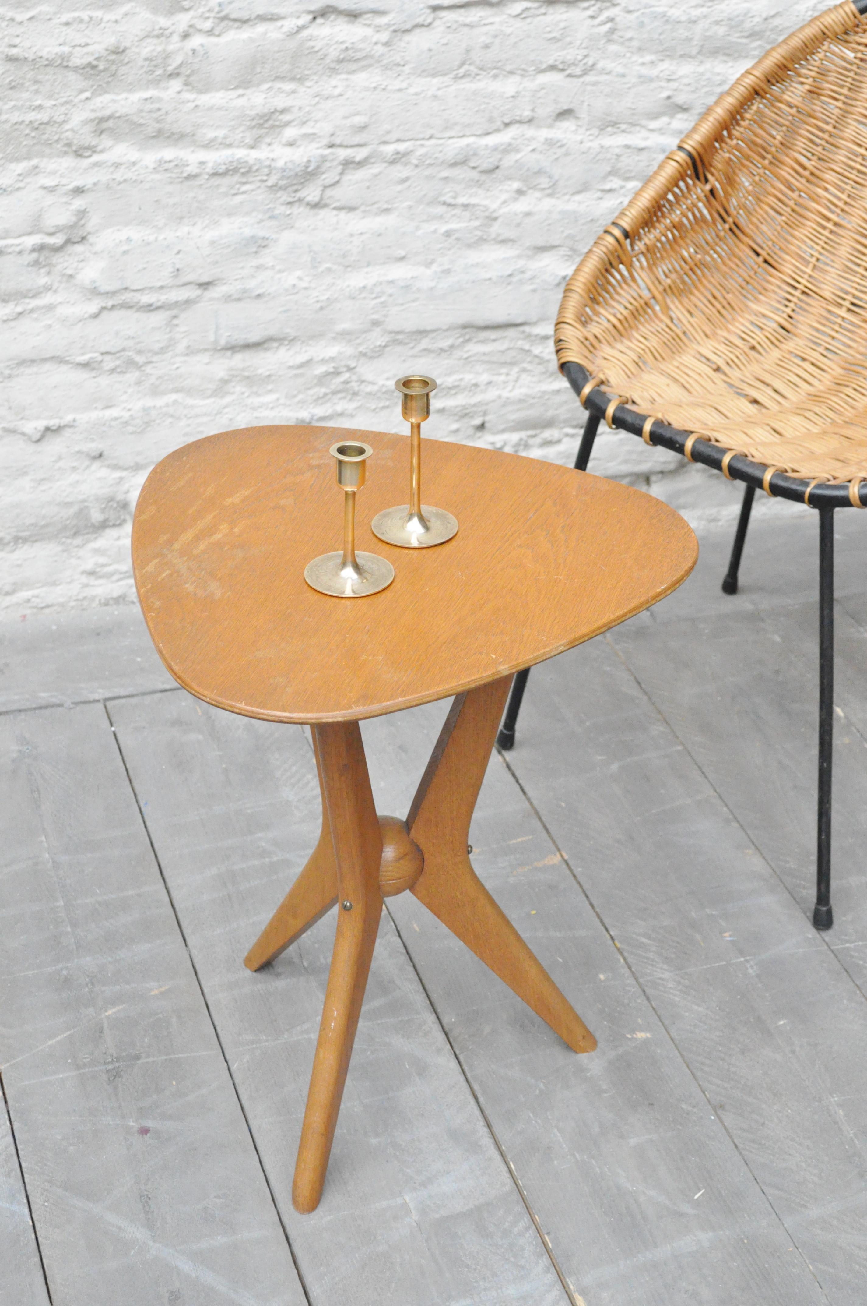 table tripode en bois le vide grenier d 39 une parisienne. Black Bedroom Furniture Sets. Home Design Ideas